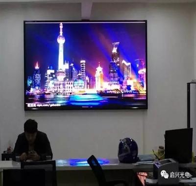 武汉启兴光电承制--五里界街道服务中心● 室内P3全彩显示屏交付使用!